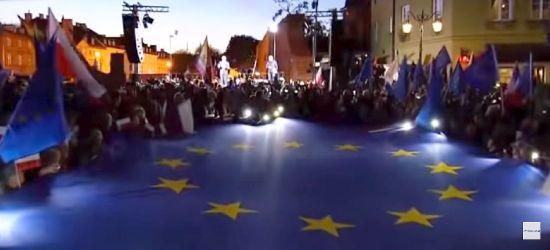 Protest na Placu Zamkowym. To nie była największa manifestacja w Polsce (VIDEO)
