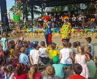 GMINA BESKO: Malowanie twarzy, przedstawienie o złotej rybce, dmuchane zjeżdżalnie i smakołyki. Najmłodsi świętowali Dzień Dziecka (ZDJĘCIA)