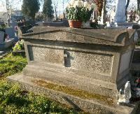 Kwesta na rzecz ratowania zabytkowych nagrobków.  Do remontu pomnik księdza Bronisława Stasickiego