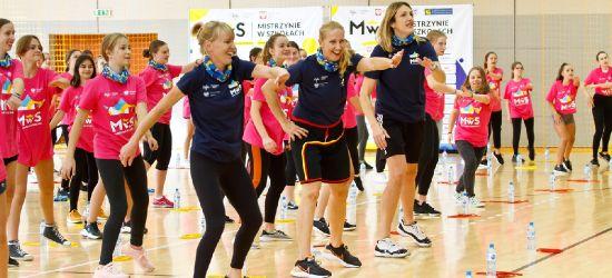 SANOK: Tłumy dziewcząt ćwiczyło ze znanymi sportsmenkami (ZDJĘCIA)
