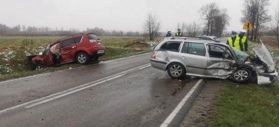PODKARPACIE: Zderzenie dwóch samochodów. Cztery osoby w szpitalu (FOTO)