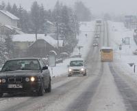 UWAGA KIEROWCY: Silny wiatr spycha samochody do rowu
