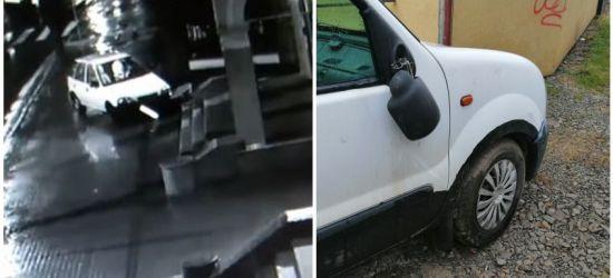 SANOK: 23-latek wjechał w budynek, a później dewastował samochody (VIDEO)