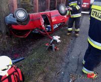 AKTUALIZACJA: Dachowanie w Strachocinie. Kierujący był pijany, miał 1,5 promila alkoholu (ZDJĘCIA)