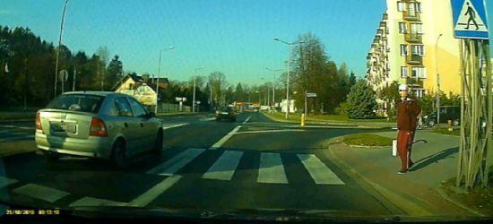 SANOK: Słynne skrzyżowanie. Kolejne niezwykle groźne zachowanie kierowców (VIDEO)
