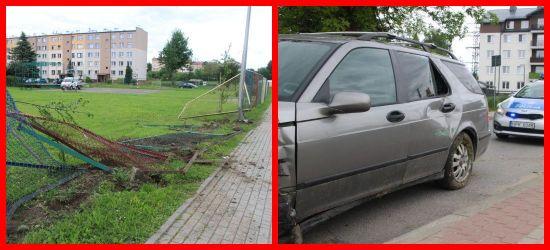 Uderzył w ogrodzenie i latarnię. Za kierownicą 18-latek (ZDJĘCIA)