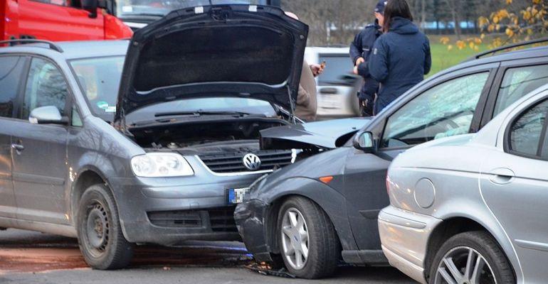 SANOK: Brawurowo opuszczała skrzyżowanie. Odbiła się od osobówki i uderzyła w kolejne dwie (FOTO)