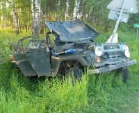 REGION: Kompletnie pijany 25-latek ukradł uaza i drewno. Ucieczkę zakończył w rowie (ZDJĘCIA)
