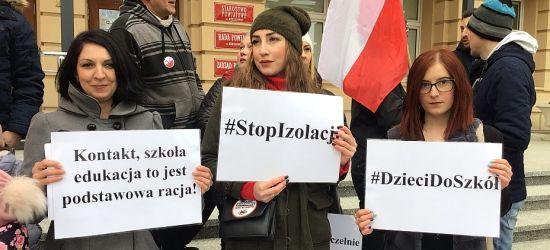 Protest rodziców i dzieci w Rzeszowie! Interweniowała Policja! (VIDEO)