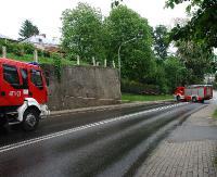 UWAGA! Mur grozi zawaleniem na chodnik. Droga przez miasto zamknięta do odwołania (ZDJĘCIA)