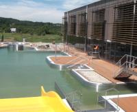 BASEN: Brodzik, hydromasaż i zjeżdżalnia. Znamy ceny wstępu na basen odkryty w Lesku (FILM, ZDJĘCIA)