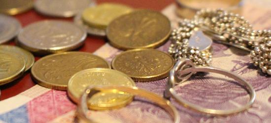 Długi i zaległości finansowe Polaków. Jak wypada Podkarpacie?
