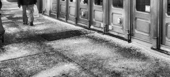 SANOK: Leżała na chodniku. Groziło jej wychłodzenie