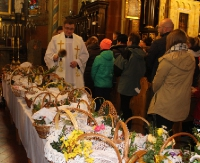 WIELKA SOBOTA: Czas oczekiwania na Zmartwychwstałego. Pachnące święconki na stołach (ZDJĘCIA)