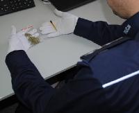 POWIAT BRZOZOWSKI: Trzech młodych mężczyzn paliło marihuanę w samochodzie (ZDJĘCIA)