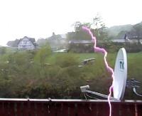 NADESŁANE: Piorun uderza w antenę satelitarną! (FILM CZYTELNIKA)