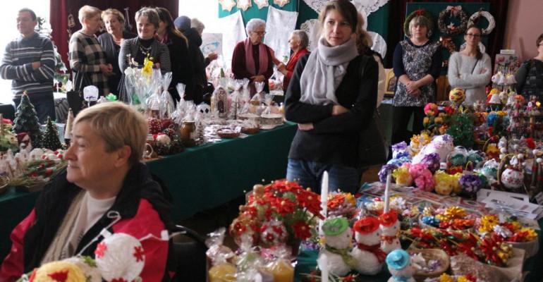 """DZISIAJ: Pierniczki, stroiki czy bombki? Wystawa bożonarodzeniowa w """"Górniku""""!"""