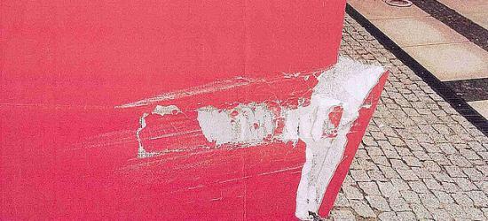 BRZOZÓW: Uszkodzona elewacja niedawno remontowanego ratusza. Policja poszukuje świadków (ZDJĘCIA)