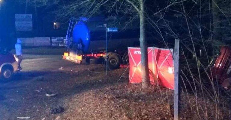 PODKARPACIE: Wjechał pod ciężarówkę. Nie żyje 17-latka (ZDJĘCIA)