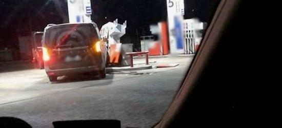 SANOK: Wjechał w dystrybutor paliwa. Chciał wysadzić stację benzynową? (ZDJĘCIA)