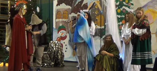 Nowoczesne Jasełka w wykonaniu uczniów ZS w Nowotańcu (VIDEO)