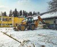 MOSiR: Trwa wyburzanie starego basenu. Już  niedługo w tym miejscu stanie nowoczesny obiekt (ZDJĘCIA)
