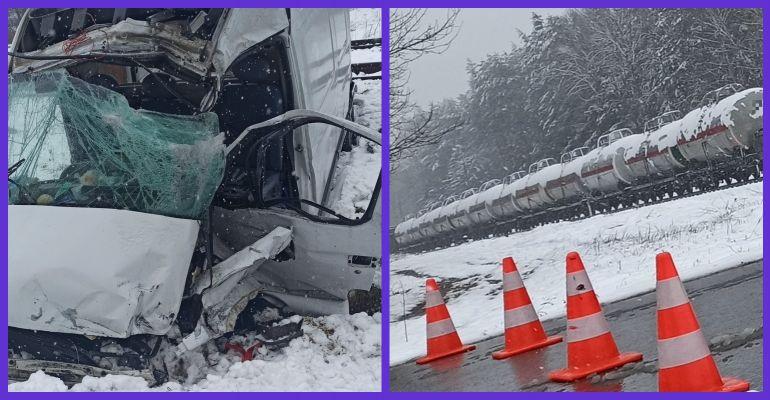 PODKARPACIE: Bus wjechał pod pociąg! Zginęły dwie osoby! (ZDJĘCIA)