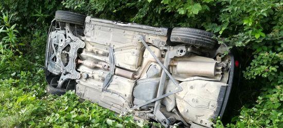 Kierowca zasłabł. Zderzenie osobówek. Jedna osoba w szpitalu (VIDEO, ZDJĘCIA)