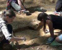 Archeolodzy odkryli w Pakoszówce cmentarzysko Wandalów. Groby są bogato wyposażone w broń, biżuterię i przedmioty codziennego użytku (FILM, ZDJĘCIA)