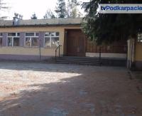 Powiat leski chce sprzedać szkołę. Czy kupi ją sanoczanin?