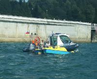Wywrócony kajak i częściowo zatopiony rowerek. Wodny patrol policyjny w akcji (ZDJĘCIA)