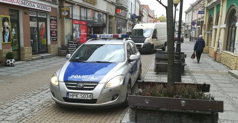 SANOK: Dostawczak potrącił interweniującego strażnika miejskiego (FOTO)