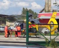 SANOK: Mężczyzna przygnieciony przez kabinę tira. Nieprzytomny śmigłowcem trafił do szpitala w Rzeszowie (FILM, ZDJĘCIA)