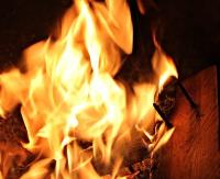 Pożar w mieszkaniu. Nietrzeźwego 84-latka uratował sąsiad