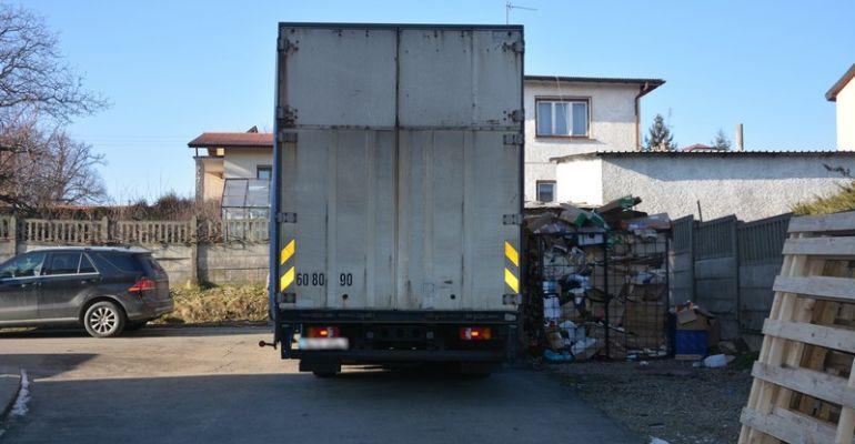 PODKARPACIE: Ciężarówką potrącił kobietę z dzieckiem (FOTO)