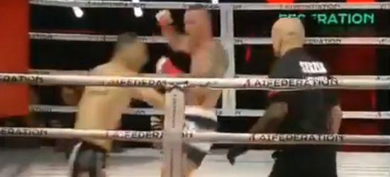 Zawodnik zasłabł podczas walki. Nieprzytomny został przewieziony do szpitala (VIDEO)