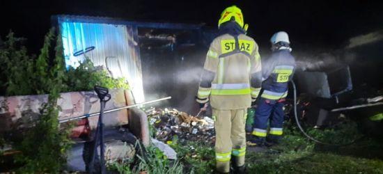 PORAŻ. W nocy spłonął garaż. Trzy zastępy straży w akcji (ZDJĘCIA)
