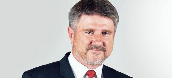 """Bogdan Rzońca składa sprawozdanie. Posłowie PE w większości """"za"""""""