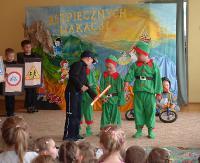 Przedszkolaki bezpiecznie rozpoczęły wakacje. Był teatr i spotkanie z policjantami (ZDJĘCIA)