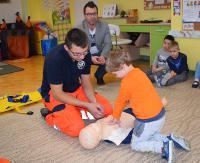 Akcja ratownicza w Przedszkolu nr 1 – czyli czego uczą się dzieci od studentów i vice versa (ZDJĘCIA)