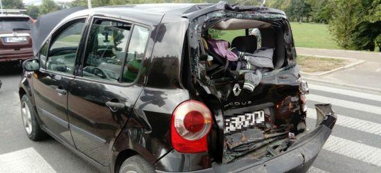 UWAGA: Zderzenie osobówki z autobusem na Błoniach (ZDJĘCIA)