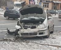 Fiat wjechał w nissana. Policja kierowała ruchem (ZDJĘCIA)
