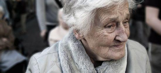 Opiekunka ukradła staruszkom 12 tys. zł