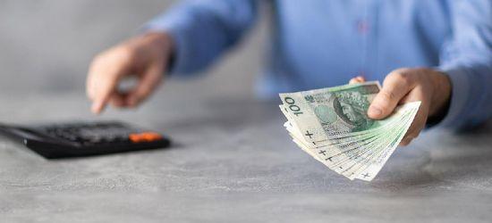 Płaca minimalna w górę o… 210 złotych. Gigantyczne podwyżki dla polityków i samorządowców (ANKIETA)
