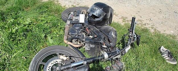 Motocyklistka uderzyła w barierę energochłonną. Z licznymi obrażeniami trafiła do szpitala