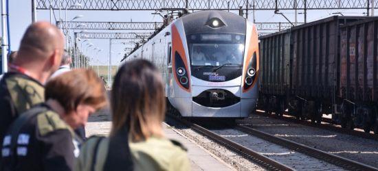 GRANICA: Wyrzucili z pociągu pakunki z nielegalnymi papierosami