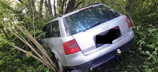 Zamiast kłusownika znaleziono… samochód wiszący nad rzeką (ZDJĘCIA)