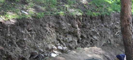 """Okolice Schodów Zamkowych """"wybiegiem"""" dla archeologów. Czy pod Zamkiem ukryty jest mur obronny? (ZDJĘCIA)"""