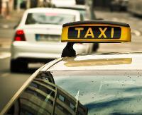 SANOK: Napadli na taksówkarza. Najpierw go okradli, a następnie pobili