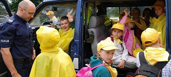 Komenda Policji atrakcją dla dzieci wypoczywających w Bieszczadach (ZDJĘCIA)